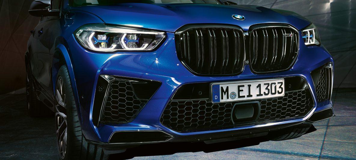 M Doppelniere BMW X5 M Competition F95 Marina Bay Blau metallic Nahaufnahme Front