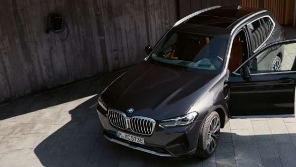Plug-in-Hybridtechnologie BMW X3 xDrive30e G01 Sophistograu Dreiviertel-Frontansicht 2021