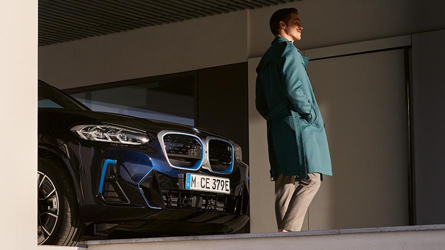 Seitenansicht Front BMW iX3 G08 M Carbonschwarz